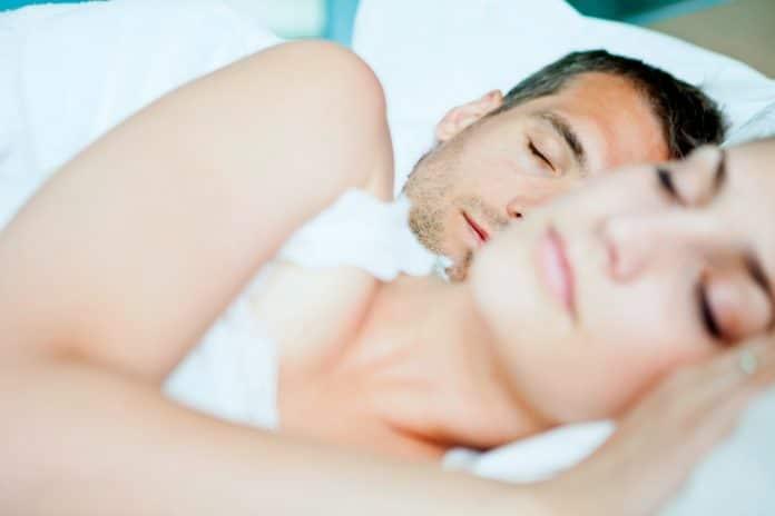 Un couple qui dort